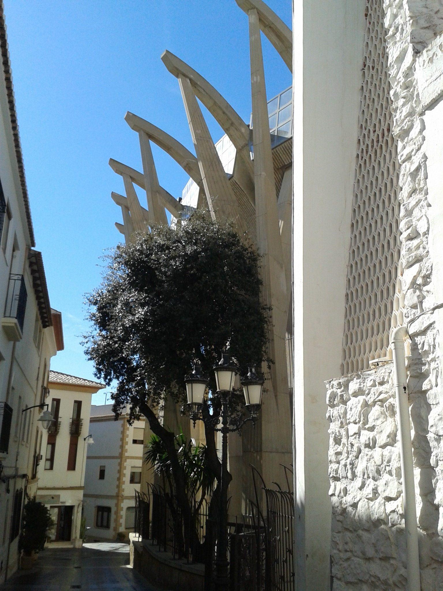 Moderne estructures de l´esglesia.albergxabiahostel.com
